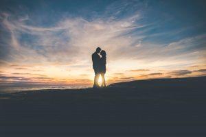 Ex Freundin zurück - Pärchen vor Sonnenuntergang