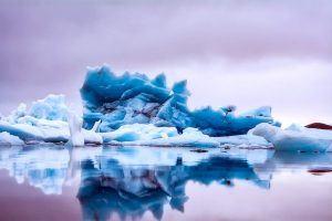Streit wegen Kleinigkeiten - Eisberg
