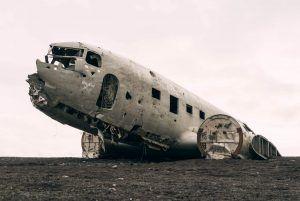 Kompromisse eingehen - Verfallenes Flugzeug