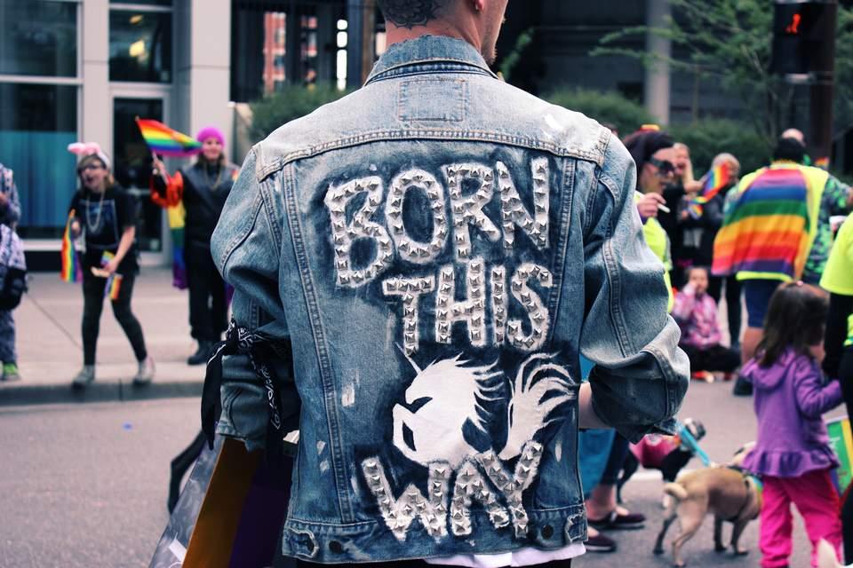 """Was soll ich studieren? - Mann mit Jacke. Aufdruck: """"Born this way"""""""